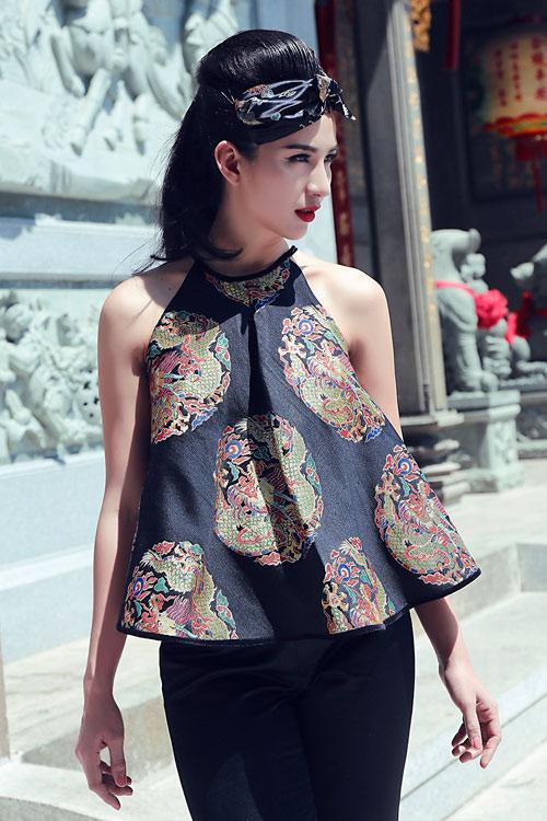 Hoa hậu Ngọc Diễm khoe vai thon với áo yếm cách tân - 1