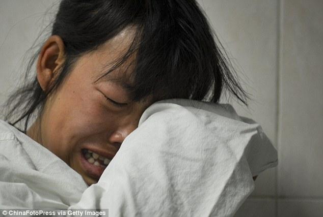 TQ: Bố mẹ nghẹn ngào từ biệt để bé trai hiến tạng - 5