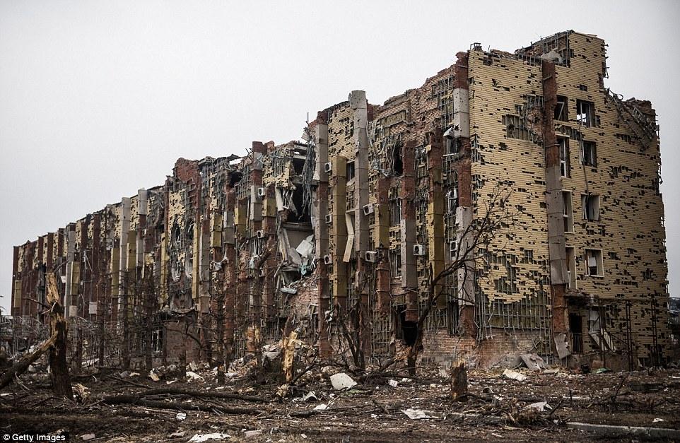 Đông Ukraine hoang tàn như sau chiến tranh TG thứ 2 - 1