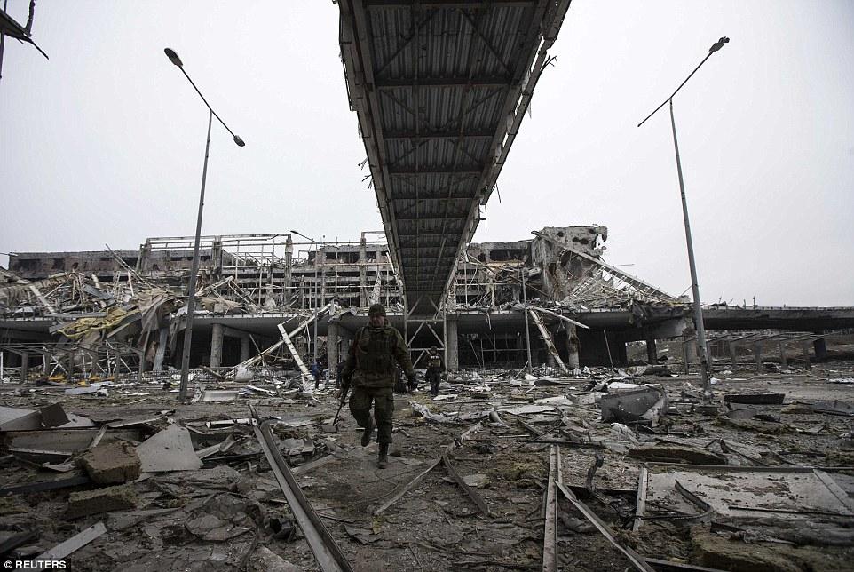 Đông Ukraine hoang tàn như sau chiến tranh TG thứ 2 - 9