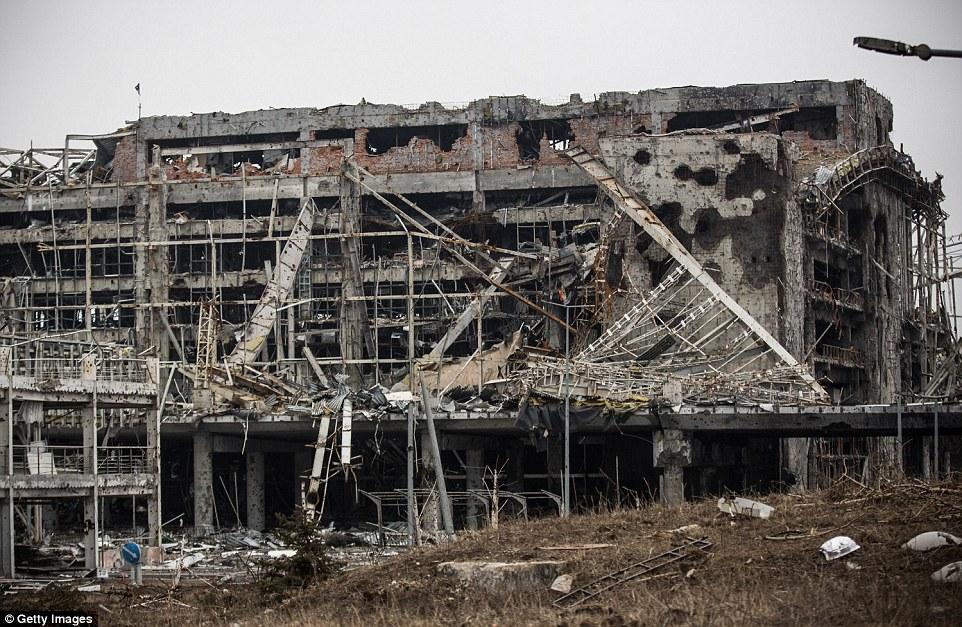 Đông Ukraine hoang tàn như sau chiến tranh TG thứ 2 - 8