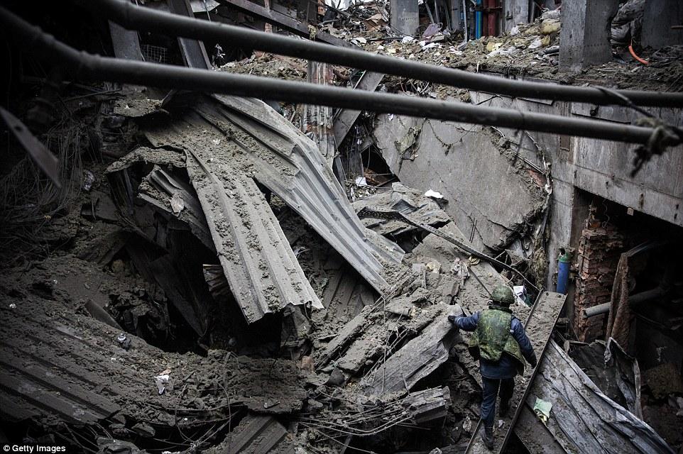 Đông Ukraine hoang tàn như sau chiến tranh TG thứ 2 - 11