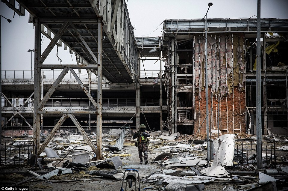 Đông Ukraine hoang tàn như sau chiến tranh TG thứ 2 - 10