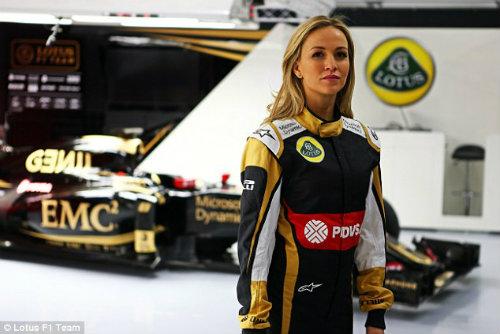 """Carmen Jorda – """"bông hồng"""" lạ của làng đua F1 2015 - 1"""