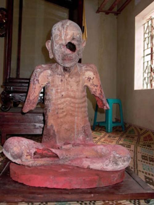 Những trường hợp xác ướp trong tượng ở Việt Nam - 4