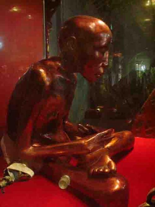 Những trường hợp xác ướp trong tượng ở Việt Nam - 7