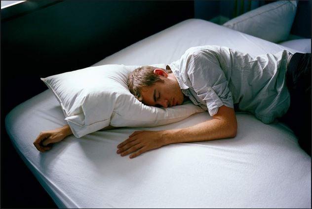 Ngủ nhiều làm tăng nguy cơ đột quỵ? - 1