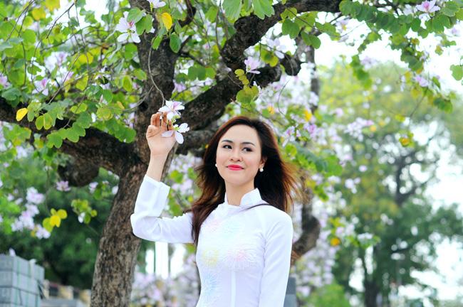 Người đẹp Kinh Bắc khoe sắc bên hoa ban giữa Thủ đô - 4