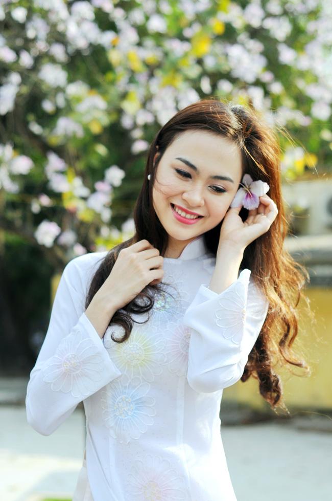 Người đẹp Kinh Bắc khoe sắc bên hoa ban giữa Thủ đô - 6