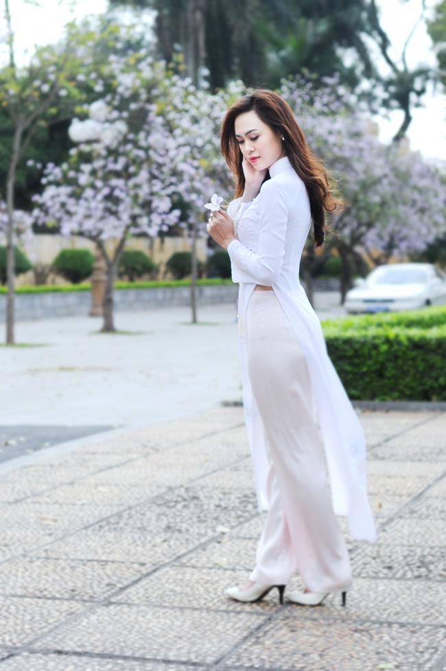Người đẹp Kinh Bắc khoe sắc bên hoa ban giữa Thủ đô - 9