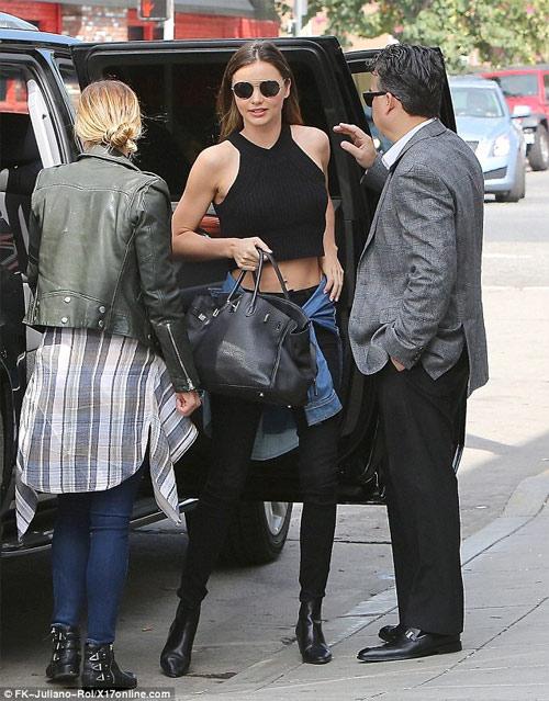 Miley Cyrus được khuyên không mặc nội y dưới váy mỏng - 6
