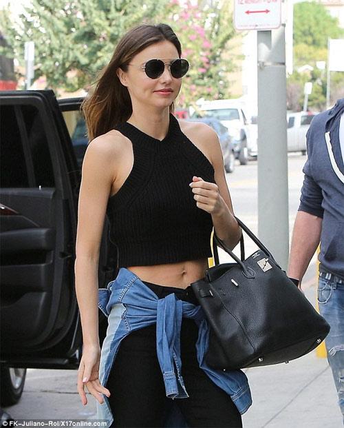 Miley Cyrus được khuyên không mặc nội y dưới váy mỏng - 5