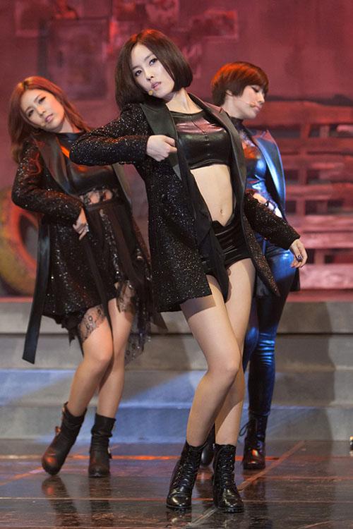 Những đạo cụ biểu diễn độc đáo của sao K-pop - 7