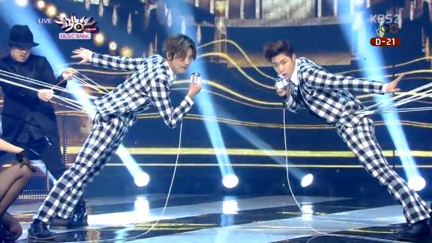 Những đạo cụ biểu diễn độc đáo của sao K-pop - 10