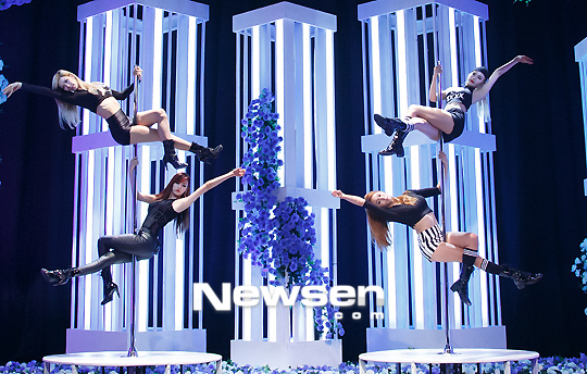 Những đạo cụ biểu diễn độc đáo của sao K-pop - 11