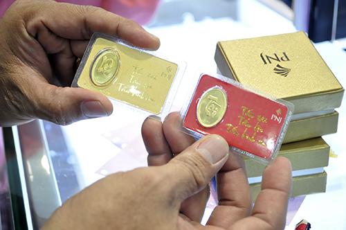 Ngày Vía Thần tài, chen nhau mua vàng từ 5 giờ sáng - 15
