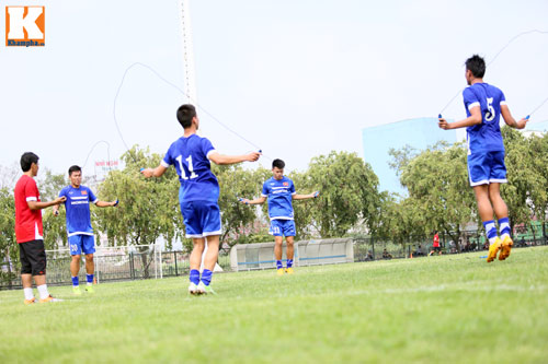 """U23 VN: Tuấn Anh loay hoay với """"trò chơi"""" của HLV Miura - 4"""