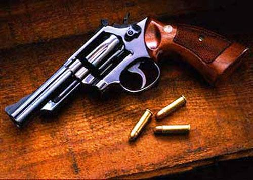 Bắt băng nhóm giang hồ nguy hiểm có súng ngắn - 1