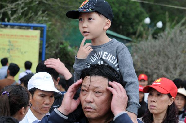 Hàng vạn người đội mưa gió lên đỉnh núi Yên Tử - 11