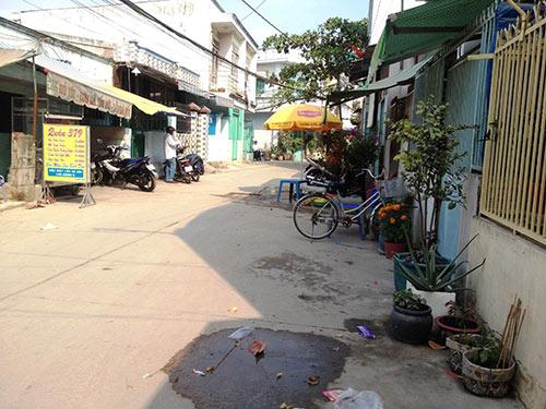 Rạng sáng, một phụ nữ bị cướp xe trước cửa nhà - 1