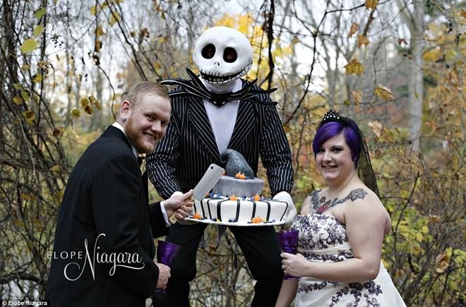 Những điểm tổ chức đám cưới dị nhất hành tinh - 2