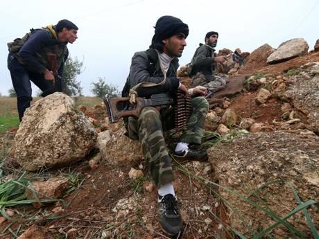 Bị vây khốn từ 3 phía, quân nổi dậy Syria cầu cứu Mỹ - 2
