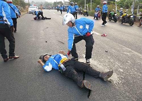 VĐV mô tô tử nạn khi bảo vệ đoàn đua ở Đồng Nai - 1