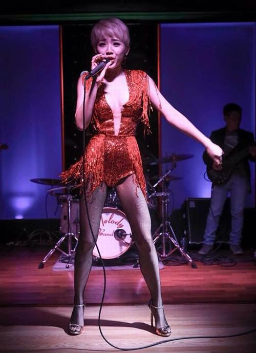 Thời trang diễn quán bar gợi cảm của ca sĩ Việt - 9