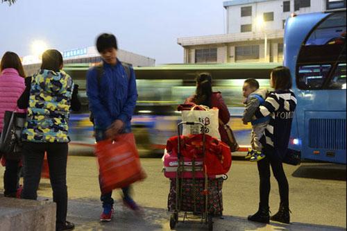 Ảnh: Cuộc sống của các lao động xa quê ở Trung Quốc - 2