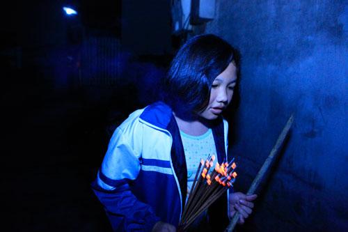 HN: Hàng trăm người lao vào xin lửa mang về nhà - 16