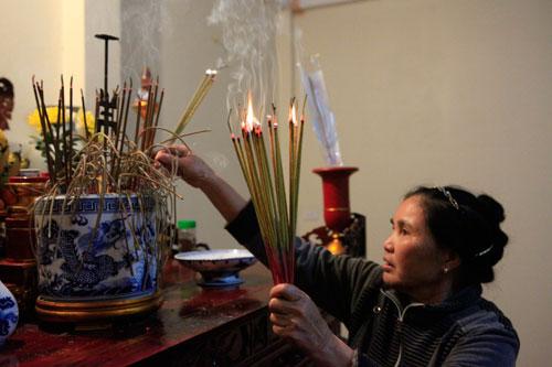HN: Hàng trăm người lao vào xin lửa mang về nhà - 18