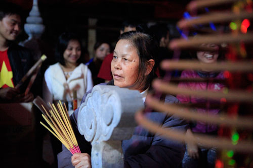 HN: Hàng trăm người lao vào xin lửa mang về nhà - 2