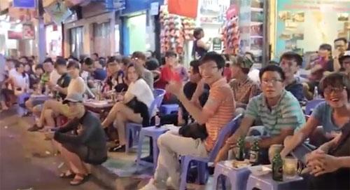 Clip Lệ Rơi, Thánh bàn chải khoe giọng hát trên phố Sài Gòn - 2