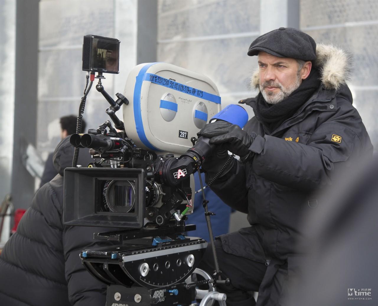Đạo diễn 007 tiết lộ thân phận James Bond - 1