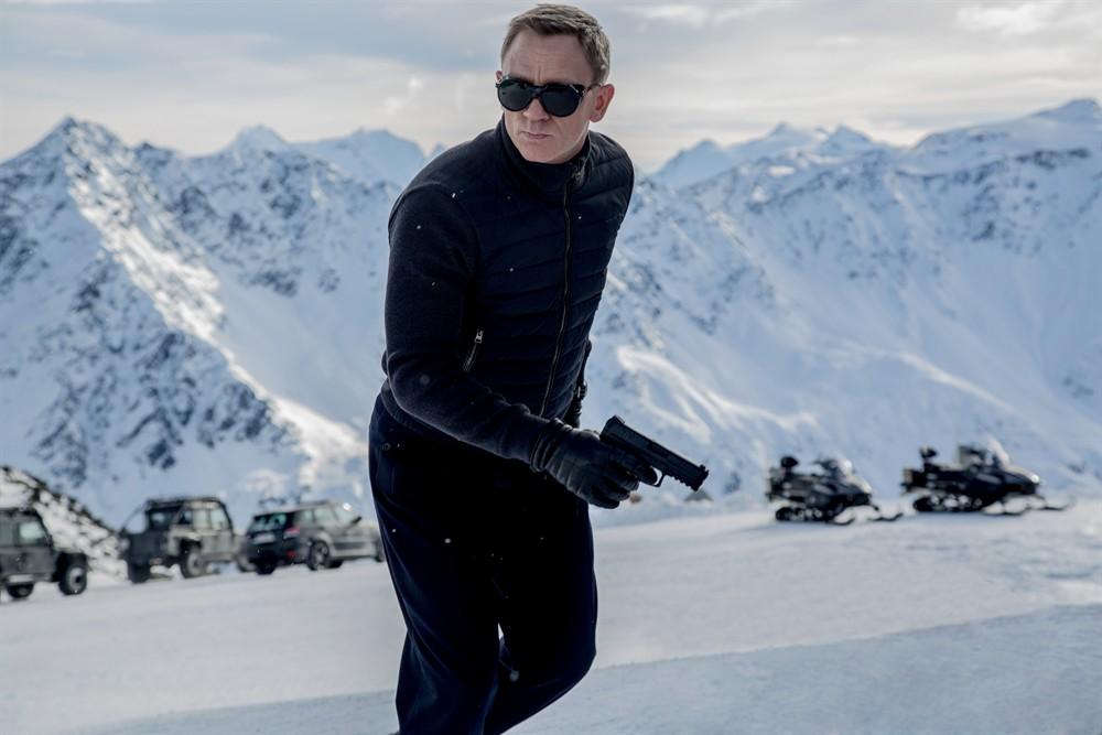 Đạo diễn 007 tiết lộ thân phận James Bond - 2