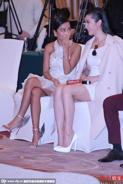 Thời trang sexy của mỹ nữ TQ ở sự kiện đầu năm - 4