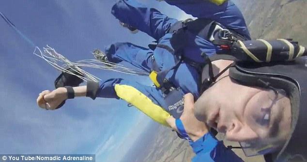 Đứng tim xem vận động viên nhảy dù ngất trên không - 3