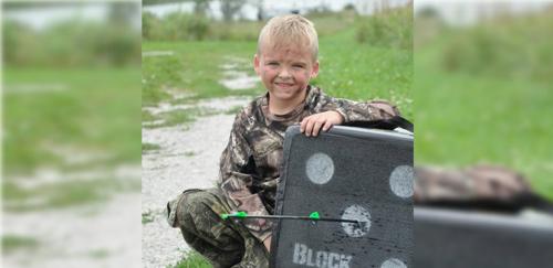 """Chú bé 6 tuổi bắn cung như """"anh hùng xạ điêu"""" - 1"""