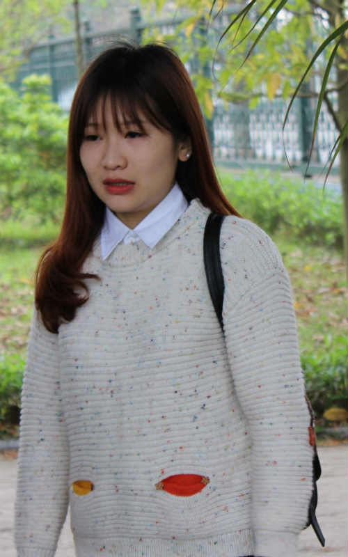 """HLV Miura bị fan nữ xinh đẹp """"bao vây"""" - 6"""