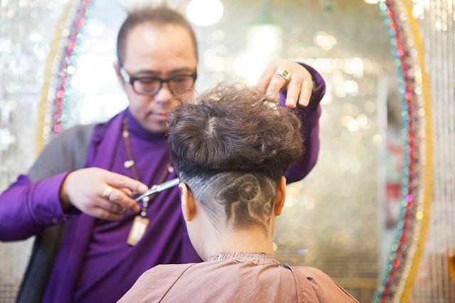 Thợ tóc nổi tiếng với tài cắt kiểu hình con dê - 1