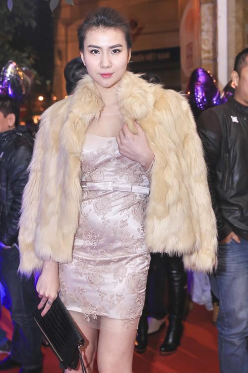 Những chiếc váy bó khiến người đẹp Việt mất điểm - 2