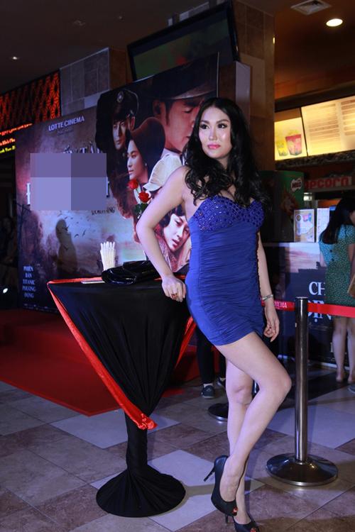 Những chiếc váy bó khiến người đẹp Việt mất điểm - 4