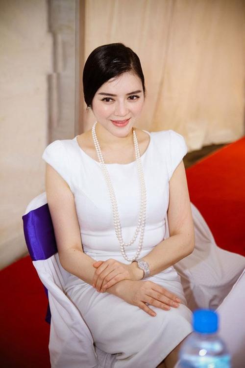 Những chiếc váy bó khiến người đẹp Việt mất điểm - 5