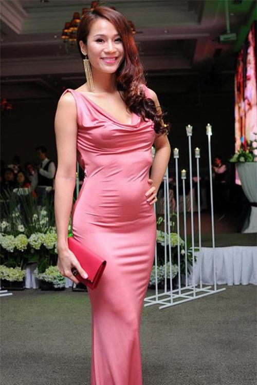 Những chiếc váy bó khiến người đẹp Việt mất điểm - 6