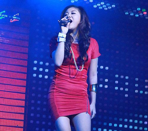 Những chiếc váy bó khiến người đẹp Việt mất điểm - 9