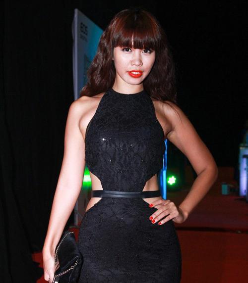 Những chiếc váy bó khiến người đẹp Việt mất điểm - 8
