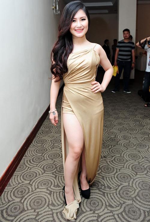 Những chiếc váy bó khiến người đẹp Việt mất điểm - 10