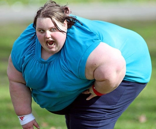 Toát mồ hôi xem clip nàng thừa cân vất vả ngồi dậy - 2