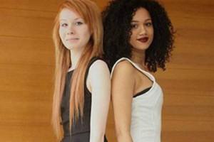 Kỳ lạ cặp chị em sinh đôi một đen một trắng
