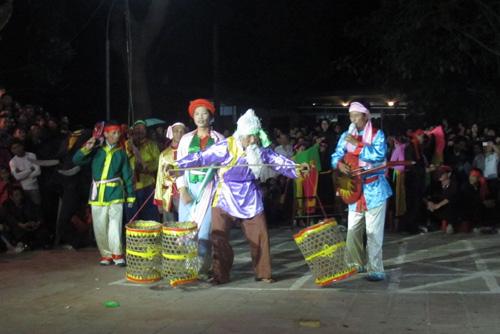 """Hồi hộp dự lễ hội """"Linh tinh tình phộc""""... giữa đêm - 1"""